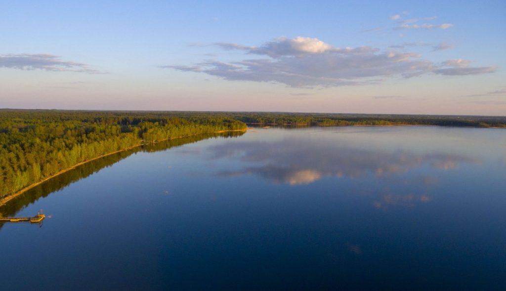 baltuju lakaju ezeras